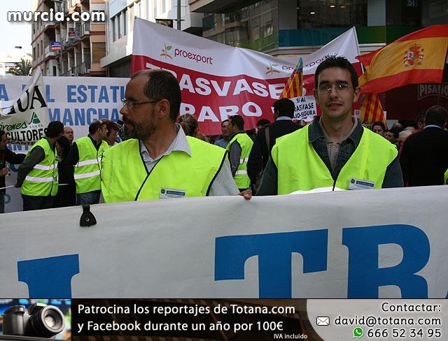 Cientos de miles de personas se manifiestan en Murcia a favor del trasvase - 13
