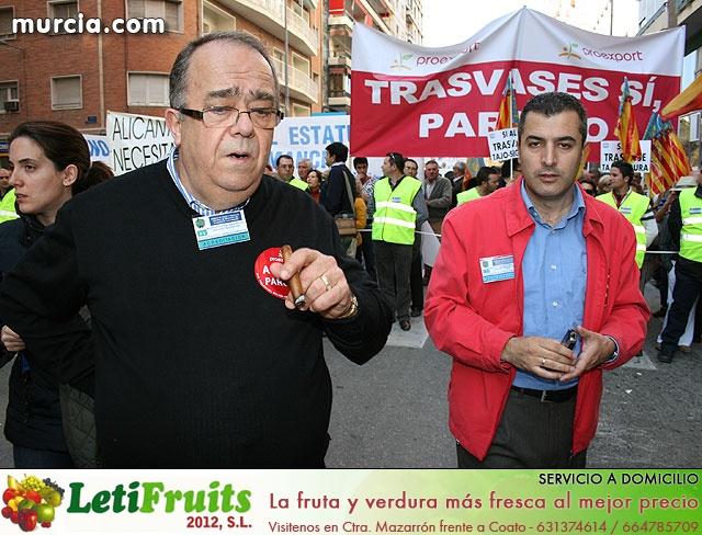 Cientos de miles de personas se manifiestan en Murcia a favor del trasvase - 24