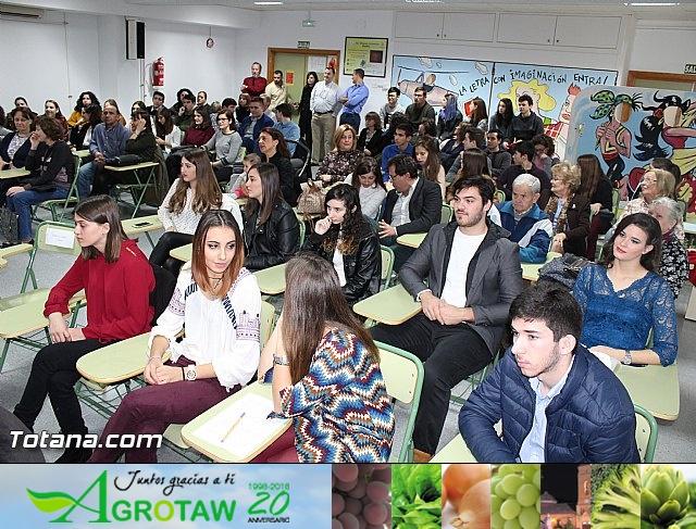 """Diplomas X promoción Bachillerato Internacional IES """"Juan de la Cierva"""" - 9"""