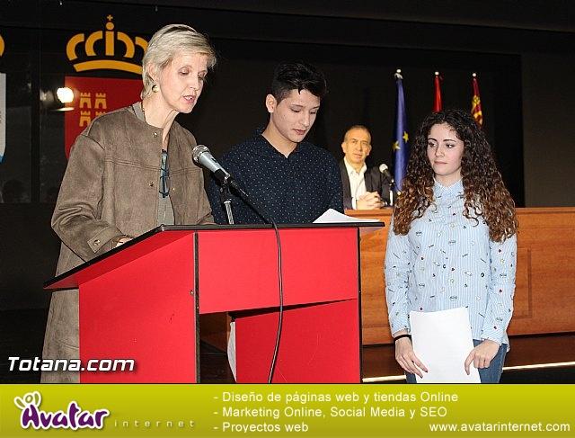 """Diplomas X promoción Bachillerato Internacional IES """"Juan de la Cierva"""" - 12"""