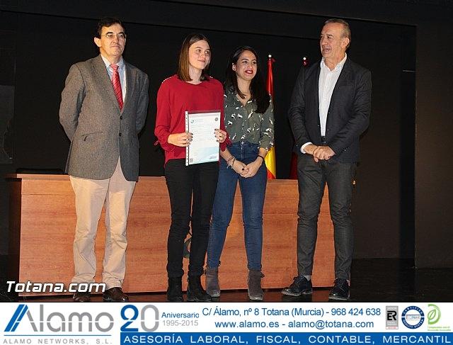 """Diplomas X promoción Bachillerato Internacional IES """"Juan de la Cierva"""" - 23"""