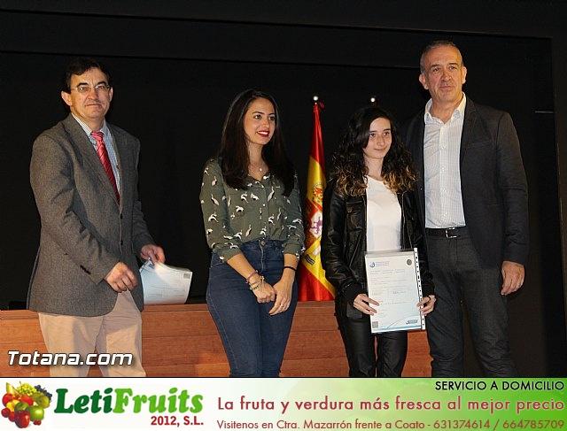 """Diplomas X promoción Bachillerato Internacional IES """"Juan de la Cierva"""" - 30"""