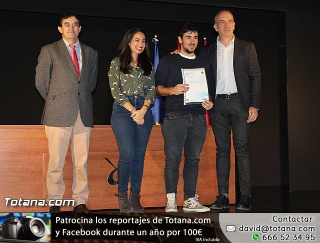 """Diplomas X promoción Bachillerato Internacional IES """"Juan de la Cierva"""" - 35"""