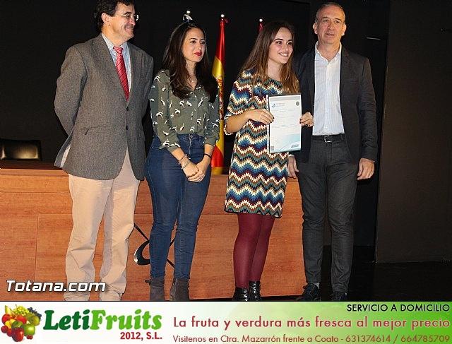 """Diplomas X promoción Bachillerato Internacional IES """"Juan de la Cierva"""" - 36"""