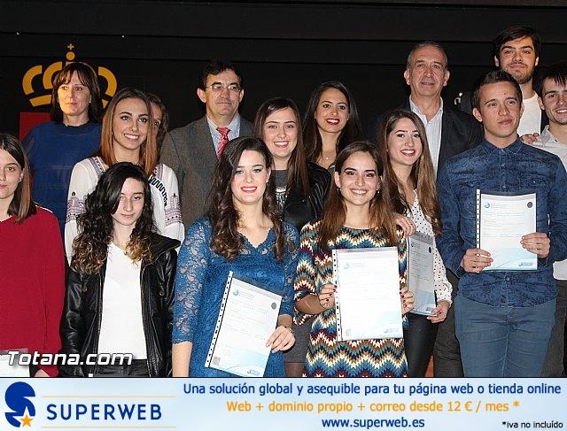 """Diplomas X promoción Bachillerato Internacional IES """"Juan de la Cierva"""" - 39"""