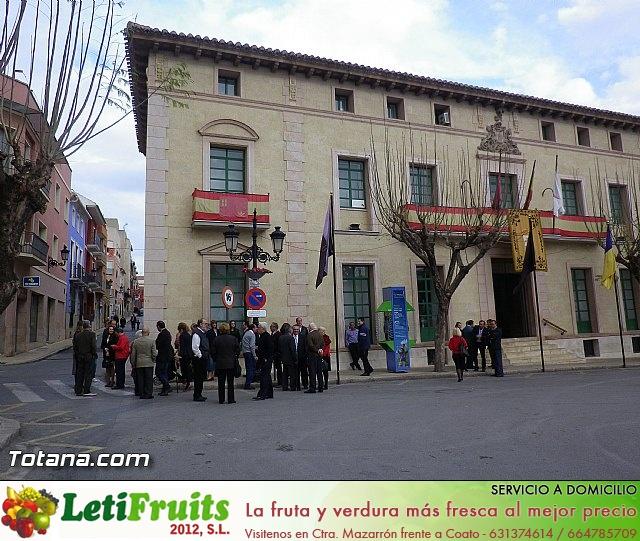 Entrega de la bandera a Los Armaos. Totana 2012 - 3