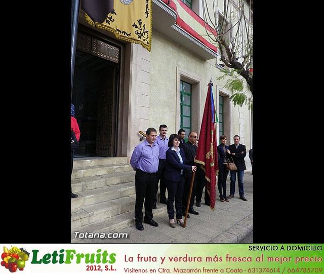Entrega de la bandera a Los Armaos. Totana 2012 - 19
