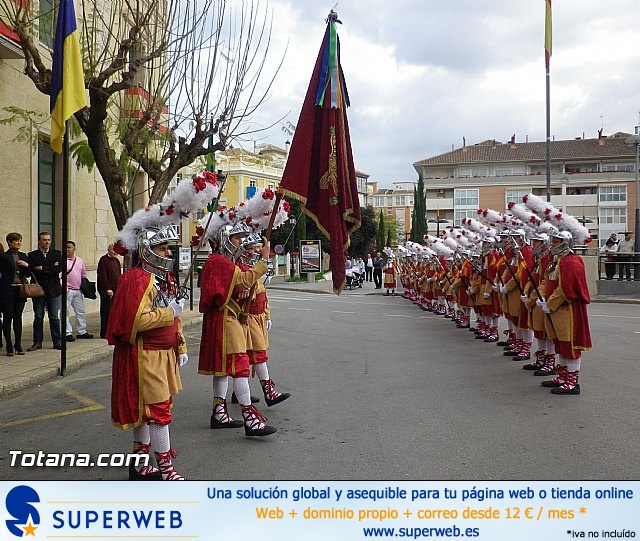 Entrega de la bandera a Los Armaos. Totana 2012 - 22