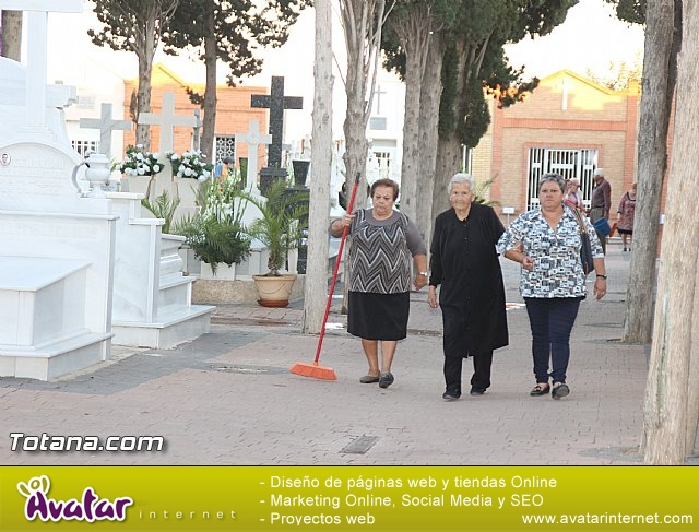 Cementerio. Días previos a Todos los Santos - 10