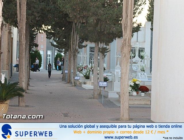 Cementerio. Días previos a Todos los Santos - 11