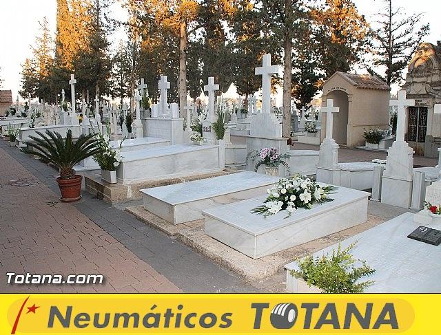 Cementerio. Días previos a Todos los Santos - 13