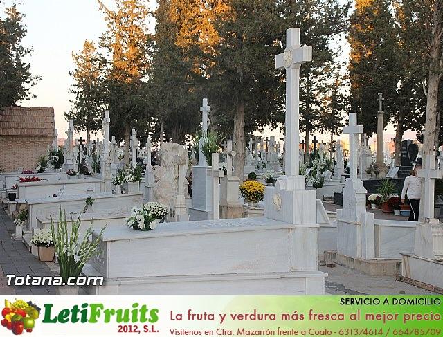 Cementerio. Días previos a Todos los Santos - 17