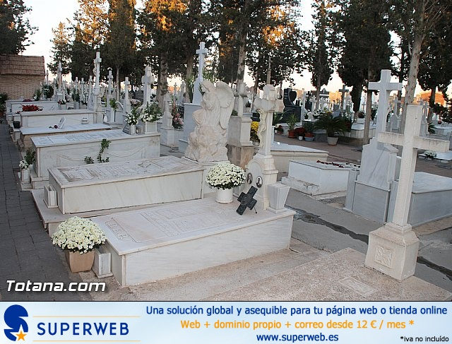 Cementerio. Días previos a Todos los Santos - 19
