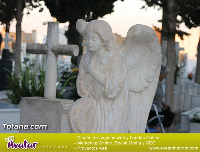 Cementerio. Días previos a Todos los Santos - 20