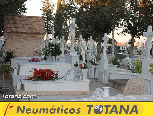 Cementerio. Días previos a Todos los Santos - 23
