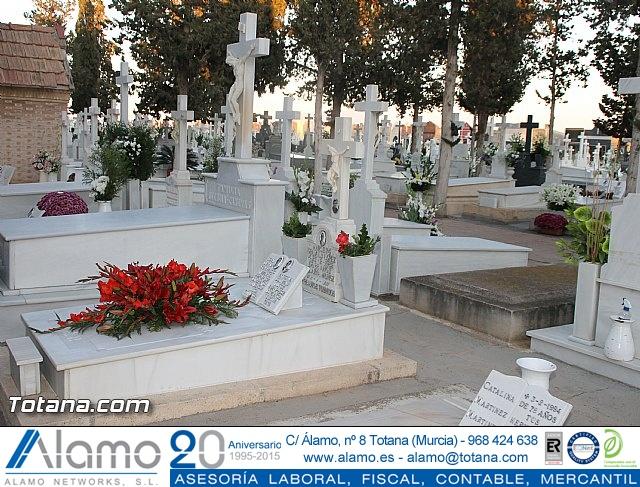 Cementerio. Días previos a Todos los Santos - 25