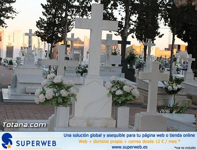 Cementerio. Días previos a Todos los Santos - 29