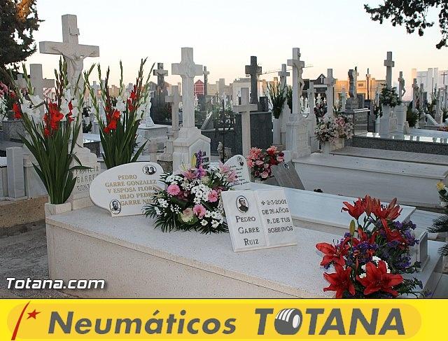 Cementerio. Días previos a Todos los Santos - 30