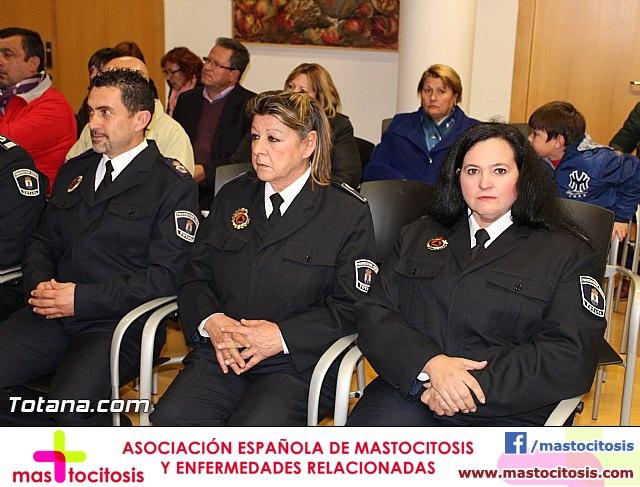 Entrega de condecoraciones a voluntarios de Protección Civil - 18
