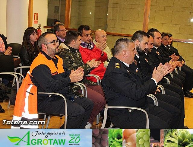Entrega de condecoraciones a voluntarios de Protección Civil - 25