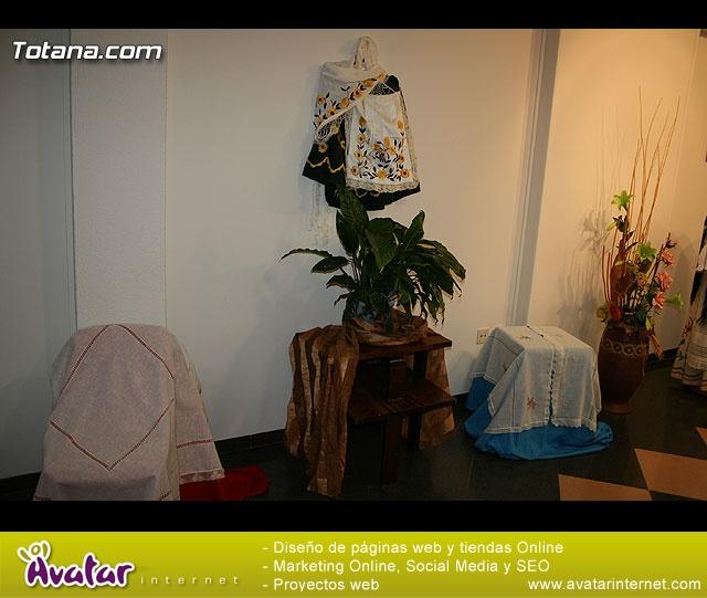 """INAUGURACIÓN DE LA """"EXPOSICIÓN DE PINTURA, MANUALIADADES Y BORDADO A MANO"""" - ASOCIACIÓN DE AMAS DE CASA DE LAS """"TRES AVEMARÍAS"""" - 1"""