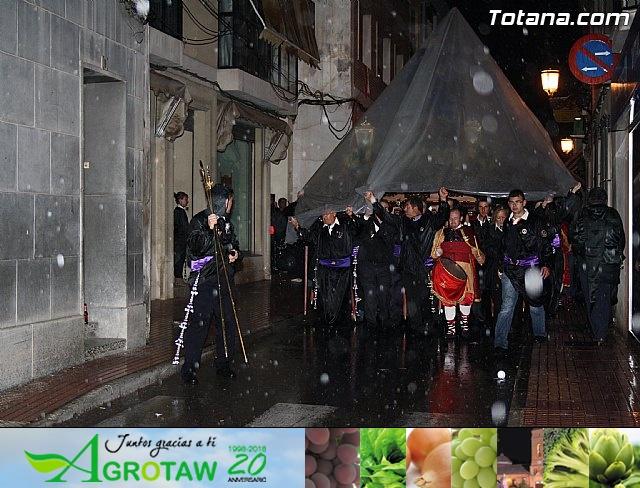 La lluvia obliga a suspender la Procesión del Jueves Santo 2011 - 26