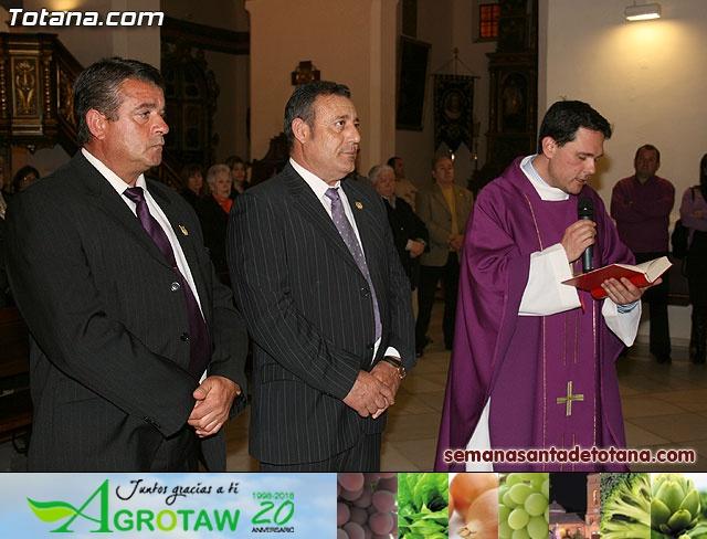 La Hermandad de La Verónica estrena traje de vestir luto - 17
