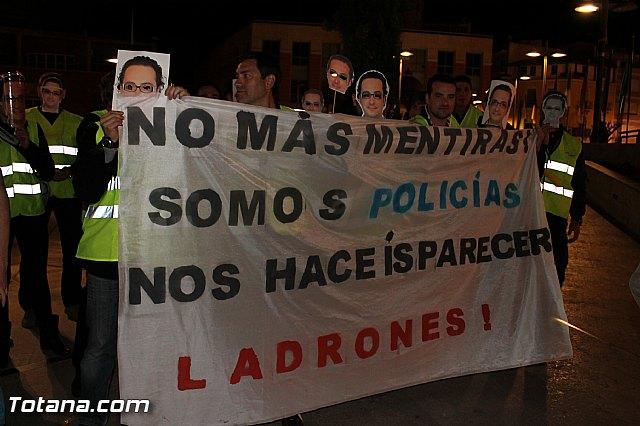 Manifestación de la Policía Local frente al Consejero de Presidencia y autoridades municipales (Miércoles Santo) - 4