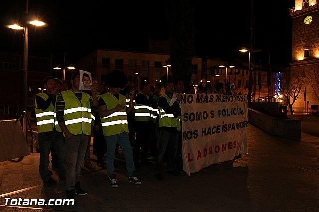 Manifestación de la Policía Local frente al Consejero de Presidencia y autoridades municipales (Miércoles Santo) - 6