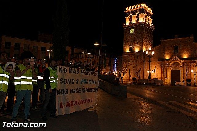 Manifestación de la Policía Local frente al Consejero de Presidencia y autoridades municipales (Miércoles Santo) - 7
