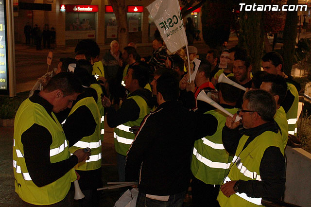 Manifestación de la Policía Local frente al Consejero de Presidencia y autoridades municipales (Miércoles Santo) - 9