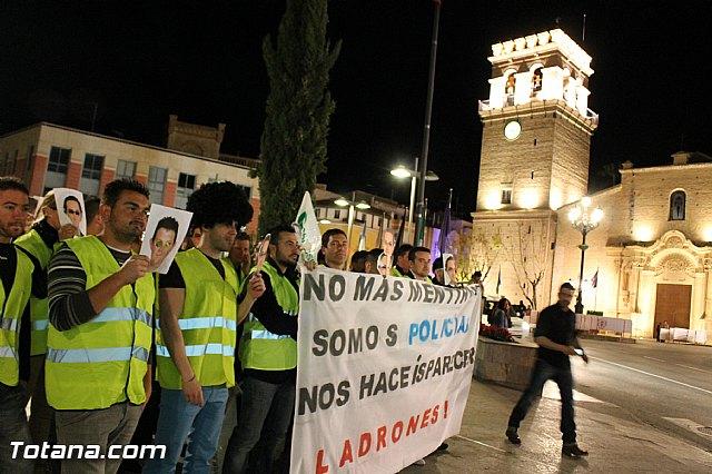 Manifestación de la Policía Local frente al Consejero de Presidencia y autoridades municipales (Miércoles Santo) - 19