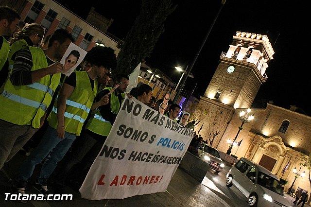 Manifestación de la Policía Local frente al Consejero de Presidencia y autoridades municipales (Miércoles Santo) - 20