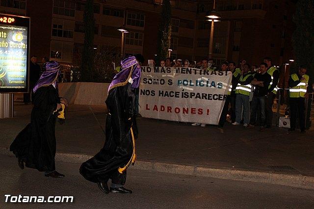 Manifestación de la Policía Local frente al Consejero de Presidencia y autoridades municipales (Miércoles Santo) - 24