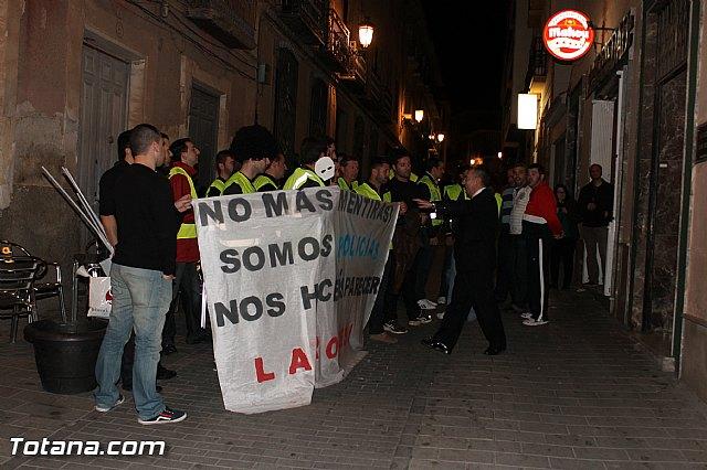 Manifestación de la Policía Local frente al Consejero de Presidencia y autoridades municipales (Miércoles Santo) - 28