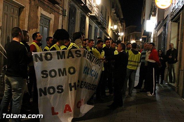 Manifestación de la Policía Local frente al Consejero de Presidencia y autoridades municipales (Miércoles Santo) - 29
